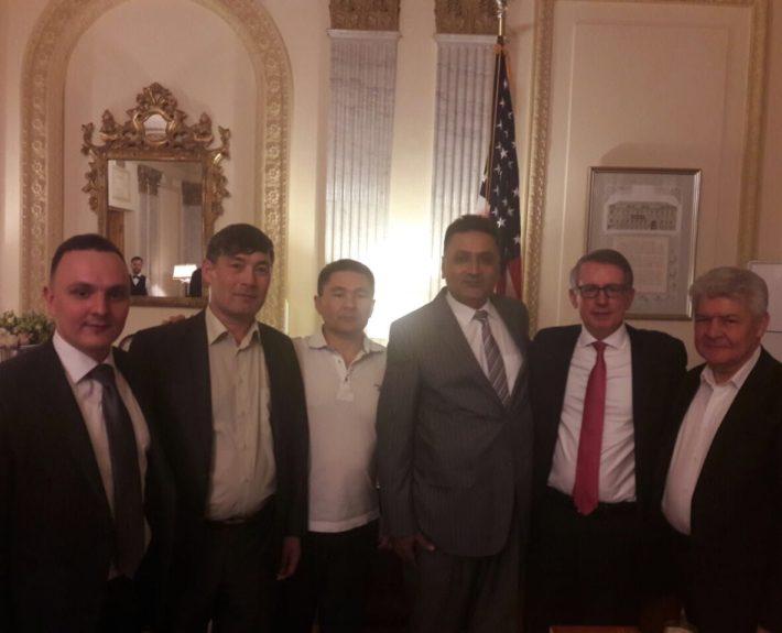 Мероприятие в Санкт-Петербурге в резиденции консула США в 2016 году, на фотографии генеральный консул США, генеральный консул Пакистана, и почетный консул Кыргыстана.