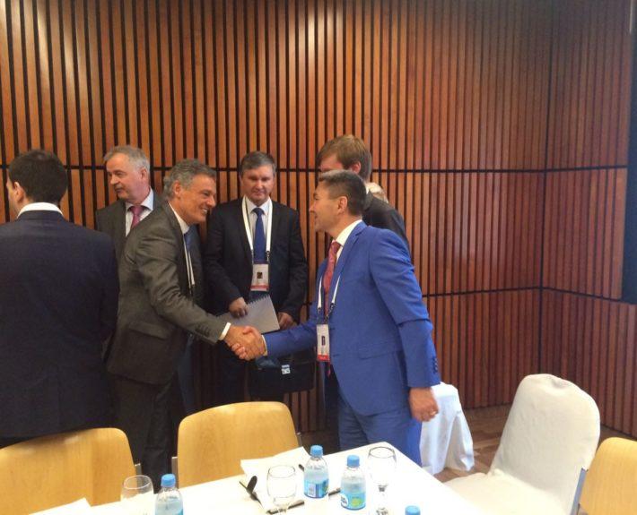 Международный форум в Аргентине 2016 год. С министром производства Франсиско Адольфо Кабреро.